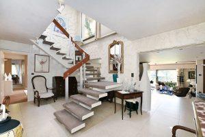 escalier dans loft contemporain